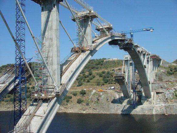A-66__Construcción_del_puente_sobre_el_río_AlmonteRetoc